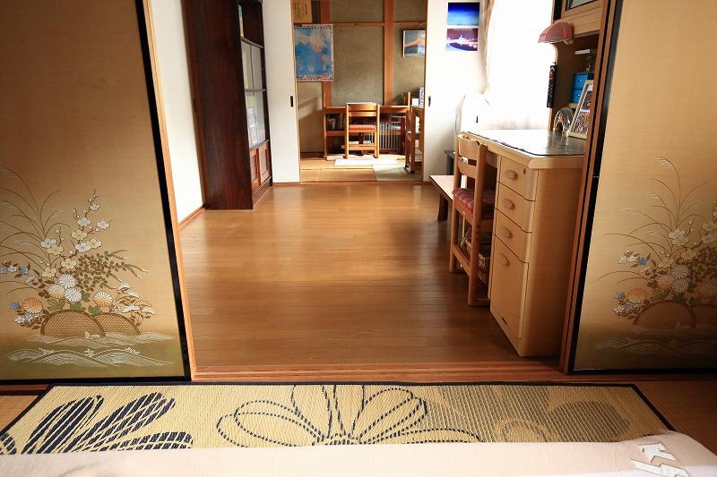3室とも和室にする予定だったが、建築途中に中間の部屋を洋間に変更した