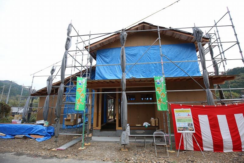 建築途中の新・デカ木モデルハウス=岐阜県関市武儀・道の駅「平成」裏で