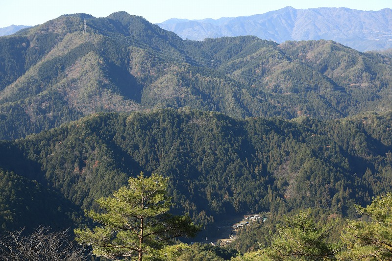 下の集落は船山地区