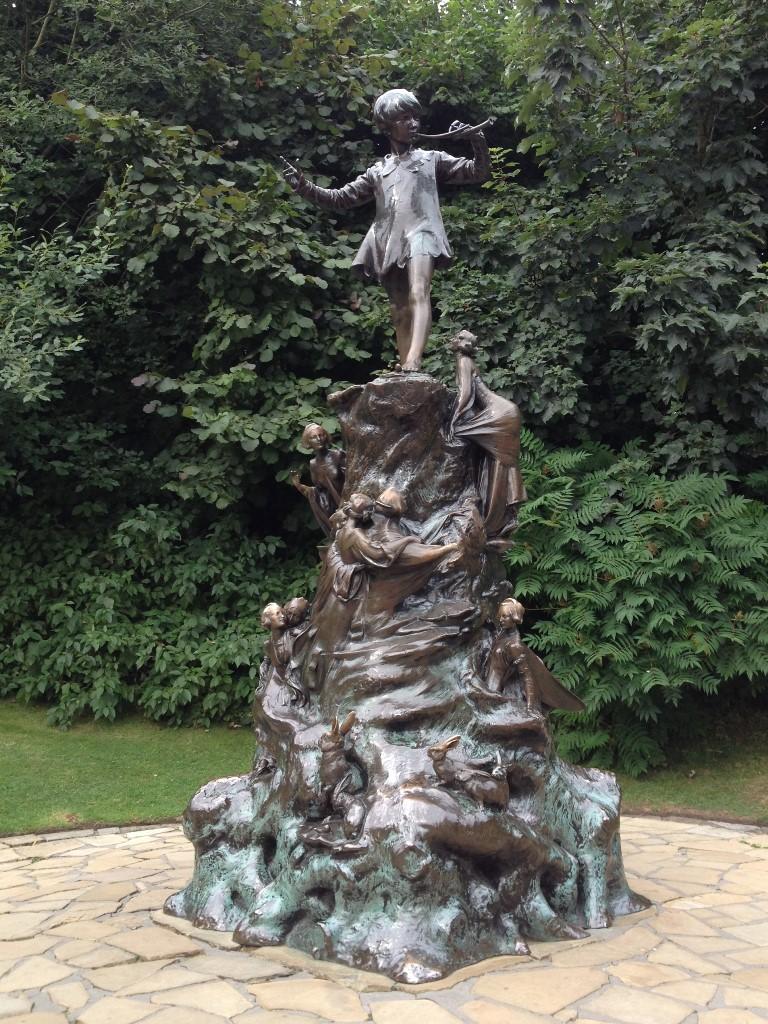 ピーターパンの銅像