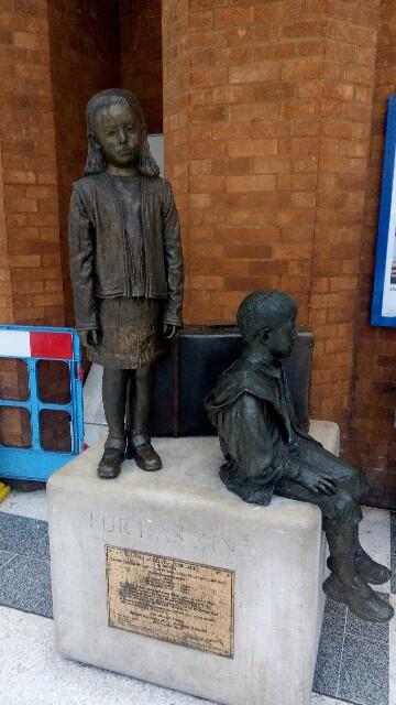 The Kindertransport Statue(ユダヤ教の子どもたちの像:image