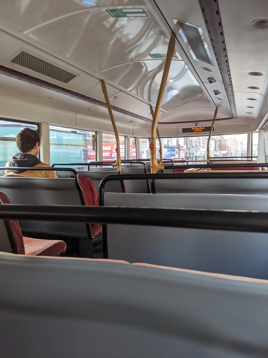 バスに乗りました【イギリス準ロックダウン生活】:plain