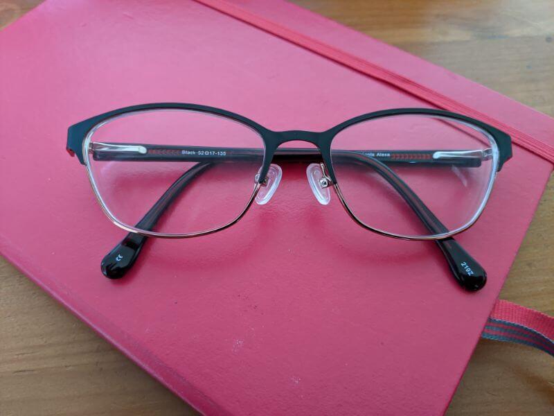 鼻の低い日本人がイギリスでメガネを作ってみた:plain