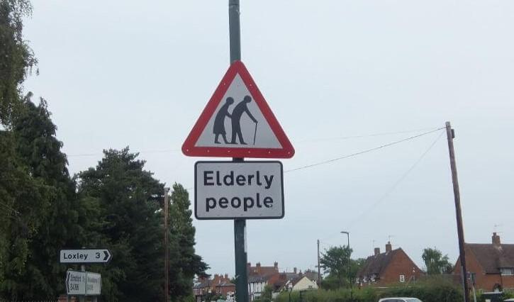 イギリス高齢者注意の標識:plain