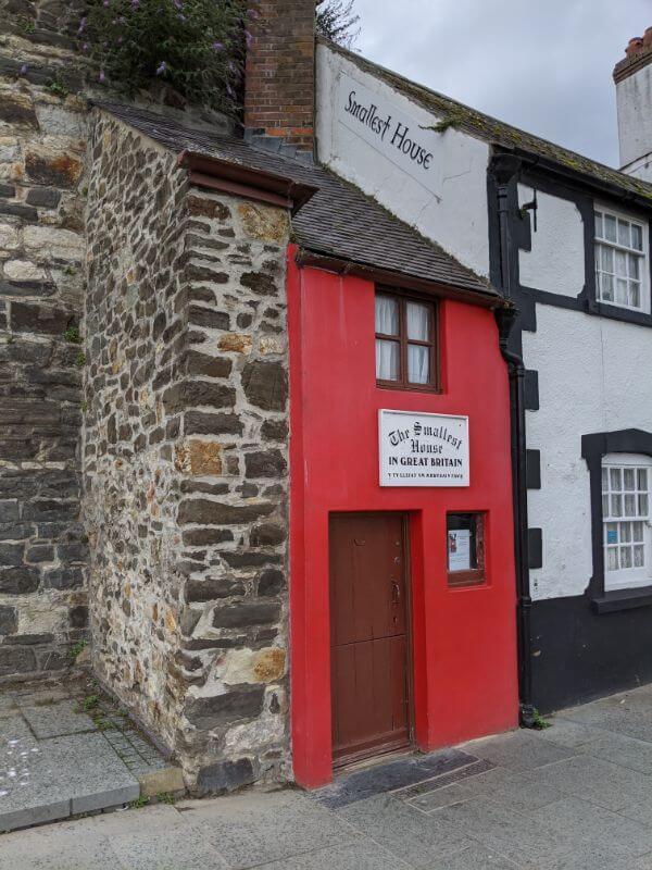 イギリスで一番小さな家:plain