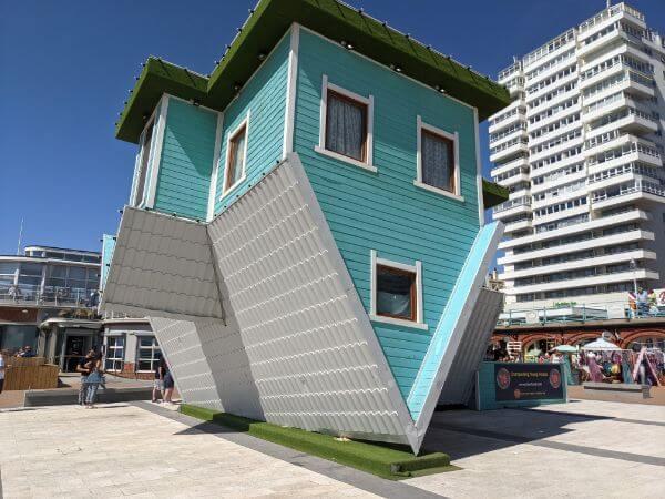 Upside Down House (逆さまなお家):plain