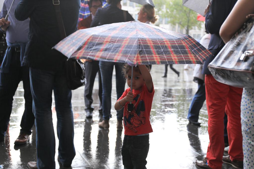 傘を差してる女の子