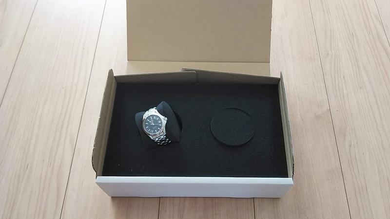 WATCH COMPANY無料包装キットに時計を梱包