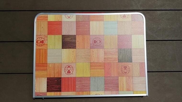 Colemanナチュラルモザイクリビングテーブル(折りたたんだ状態)