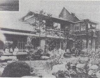 作曲家中山晋平(1887年~1952年)が、昭和6年の本町通り(中央4-6)に一部が洋館になっている家を新築し住んでいました。現在は、マンションになっています。