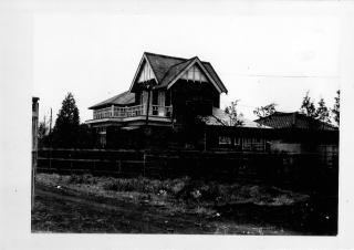 西片邸の隣にあった林邸は、ベランダのある大きなよう洋館で平成3年までありました。