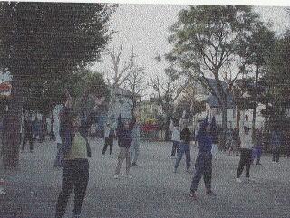現在も続いている朝のラジオ体操(杉山公園)