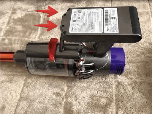 バッテリー交換のネジ穴