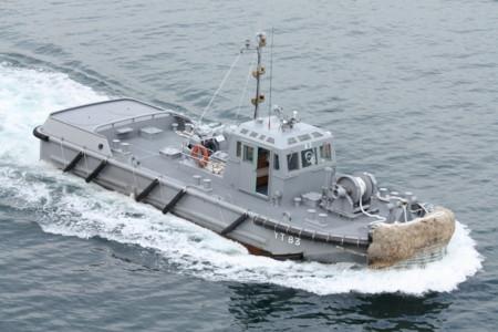 タグボート「曳船83号」
