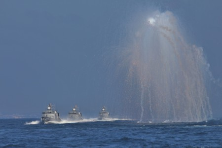 IRフレア発射(艦艇)