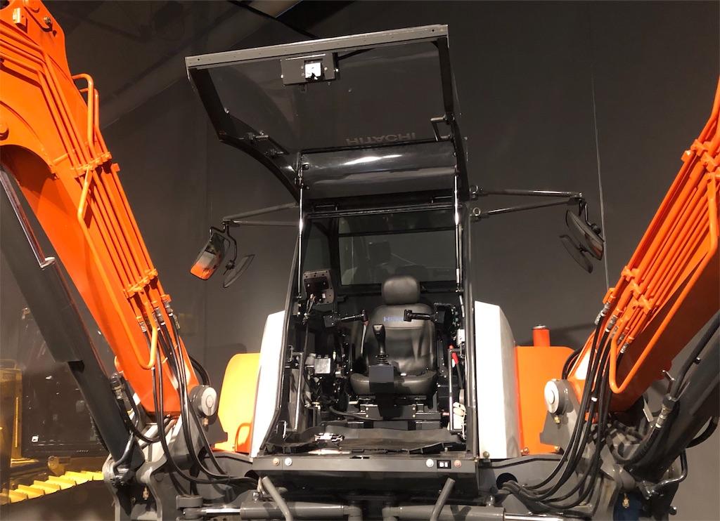四脚クローラ方式双腕型コンセプトマシン