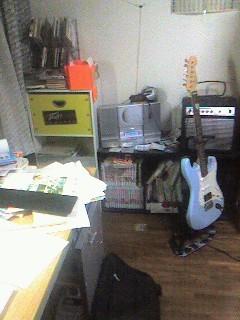 主)guitar&アンプ  一部)書物庫&小物箪笥