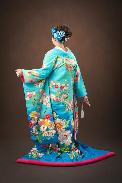 色打掛を着た新婦の画像
