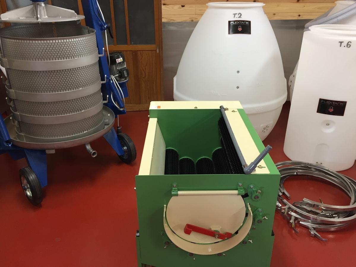 フルーツガーデン北沢さんの醸造設備