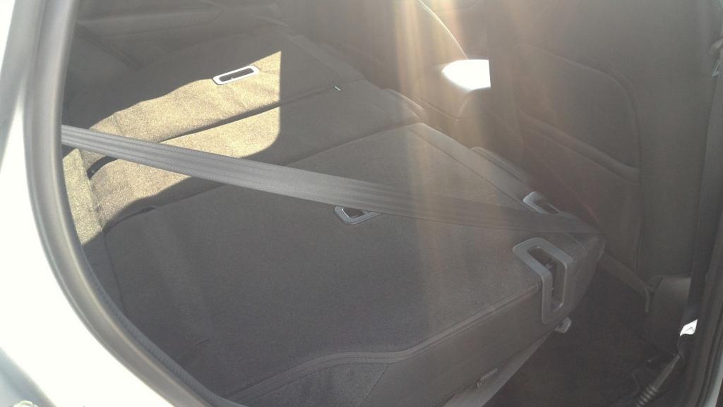 CX-5の後部座席を倒した状態