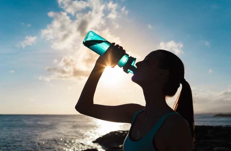 水分補給とスポーツドリンク・糖質濃度の違いによる水分と糖質の吸収量の関係