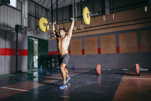 筋収縮とエネルギー産生(歩行のような軽運動でも安静時の3~5倍、ジャンプやダッシュ運動では瞬間的に数十倍のエネルギーを必要とする)