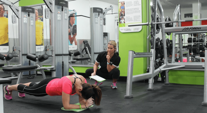 筋力トレーニングで特に鍛えるべき部位は?(身体の中心部で生まれたパワーはいろいろな筋肉を伝わって最終的に手や足の末端部に伝わる)