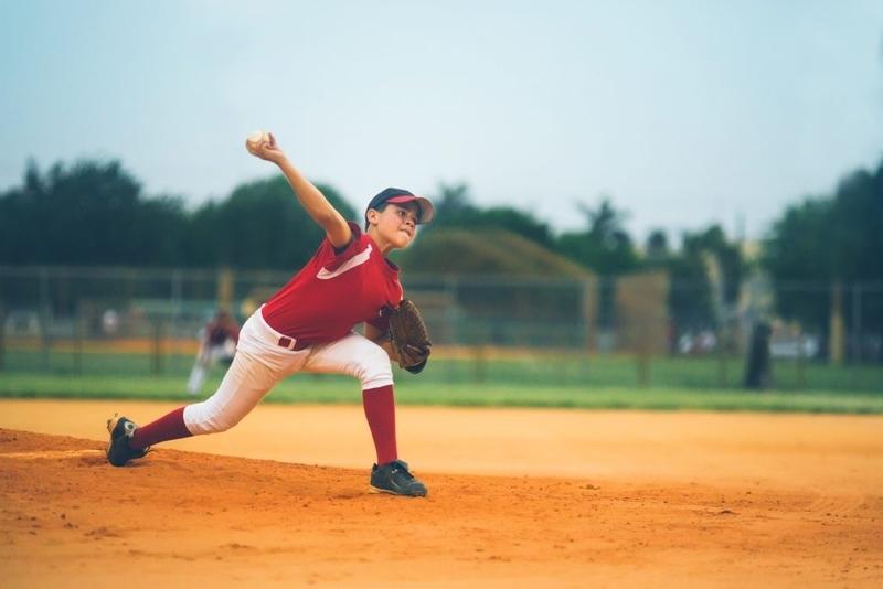 投球側の肘関節の評価:機能的外反ストレステスト