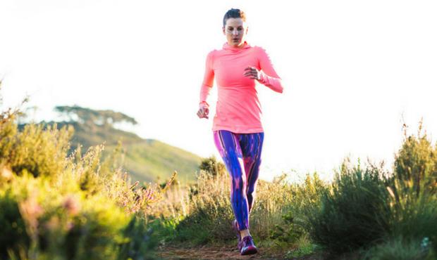 相当数の女子アスリートや運動を行う若い女性が、低エネルギー供給率や月経異常を発症しながら、低骨密度を患っている:全てを同時に有する羅患率は4.3%とされる