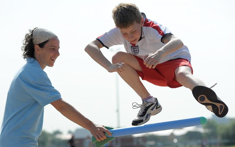 青少年に推奨される統合的神経筋トレーニング