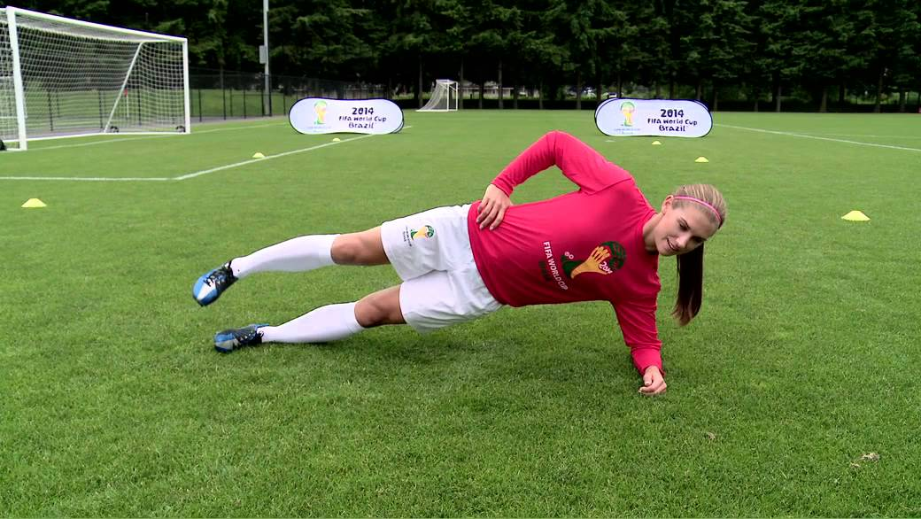FIFA-11プログラムは体幹の安定化、ハムストリングのエキセントリックトレーニング、バランスエクササイズによる固有感覚受容器の向上、下肢筋群の動的安定化とプライオメトリックによる神経筋コントロールの要素を含んでいる