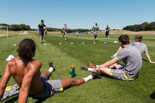 サッカー選手の有酸素能力とVO2maxおよび換気閾値におけるVO2と速度
