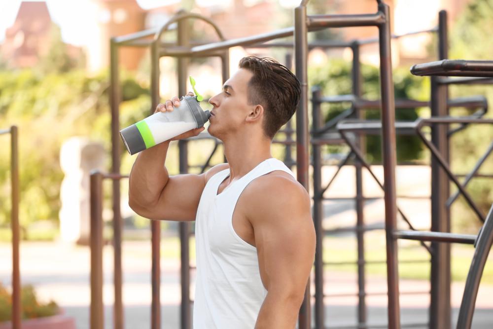 BCAAを毎日摂取した被験者は、レジスタンストレーニング中も終了後もテストステロン濃度が有意に高く、コルチゾールとクレアチンキナーゼの濃度が低くなった