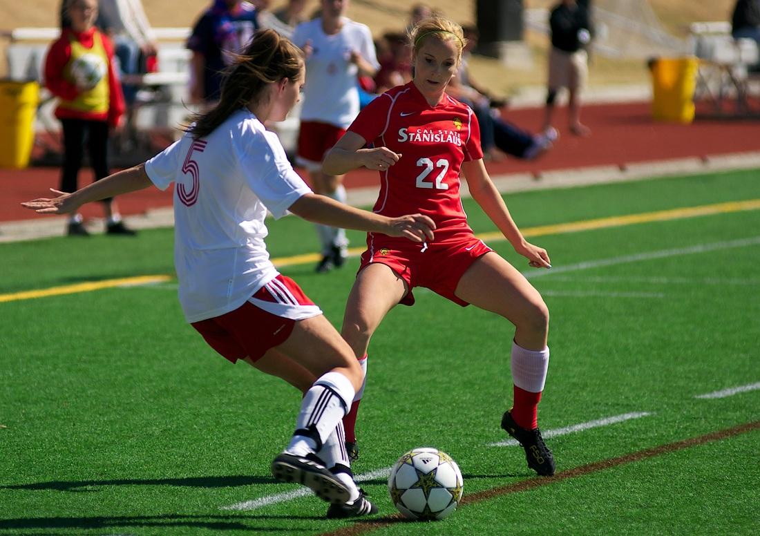膝関節の内旋は外反モーメントを増加させる