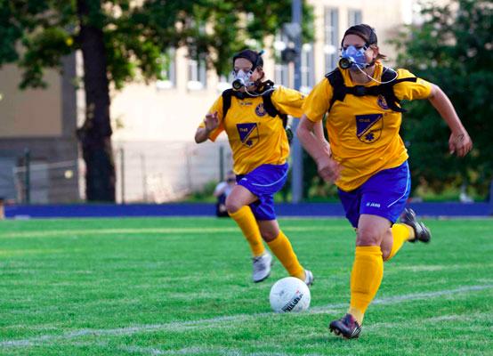 選手の有酸素性能力(VO2max、乳酸-無酸素性作業閾値、ランニングエコノミー)が、サッカーのパフォーマンス、例えば、ゲーム中に走る距離やボールの保持時間、ゲーム中のスプリントの数などの統計的数値と正の関係にある