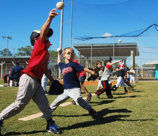 PHVに達していない子供達に対して疲労困憊するような練習を繰り返すことは、怪我の発生率を高め、運動学習効果の低下にもつながる