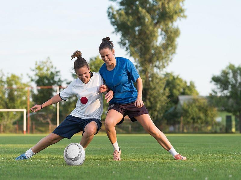 大腿四頭筋とハムストリングスのバランスのとれた共収縮は、脛骨の前方移動の大きさに影響を及ぼし、前向きの力がもたらす膝関節への負荷を23%減少させた