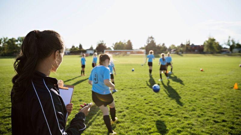 トレーニング中の傷害の潜在的リスクを減少させるために、抵抗負荷と実施速度は徐々に、体系的に増加させなければならない