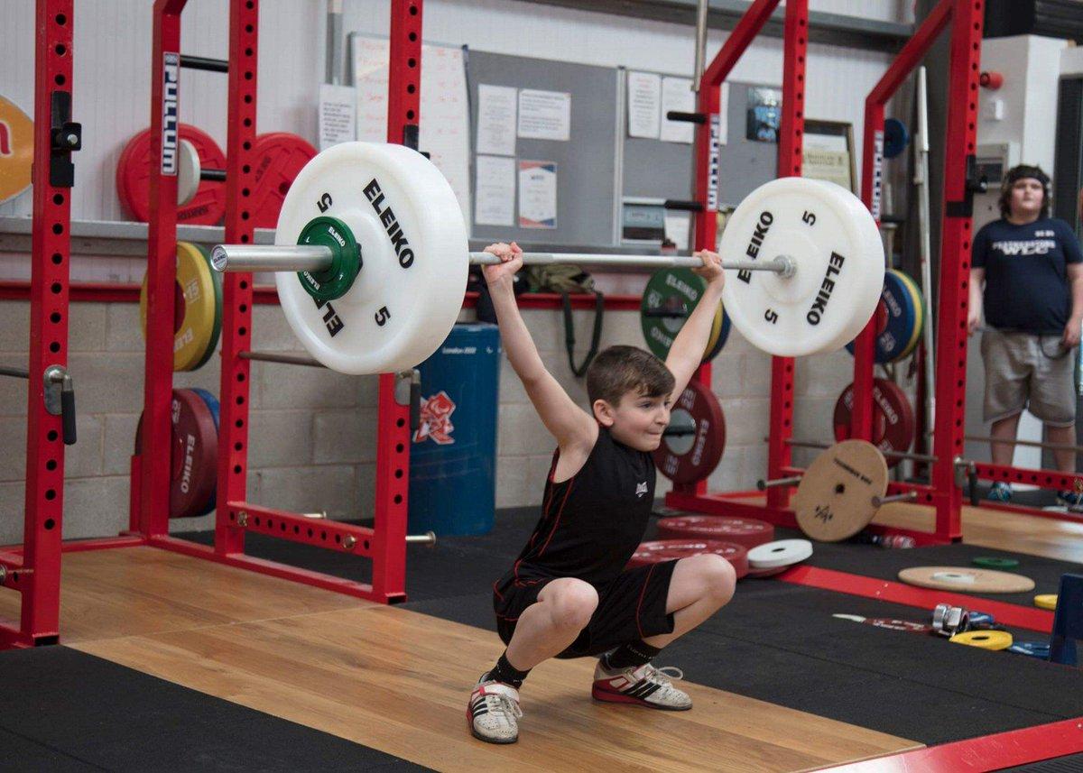 脳と神経筋系の成熟速度が最大に達している思春期の子供に基本的運動スキル、基本的スポーツスキルを習得させる事は非常に重要である