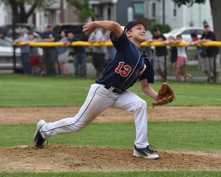 投球時の肘関節内側部における外反モーメントと内反モーメント(肘内側の主要な動的スタビライザーである尺側手根屈筋や浅指屈筋、および円回内筋の活動張力、筋力、および持久力が野球肘予防には重要になる)