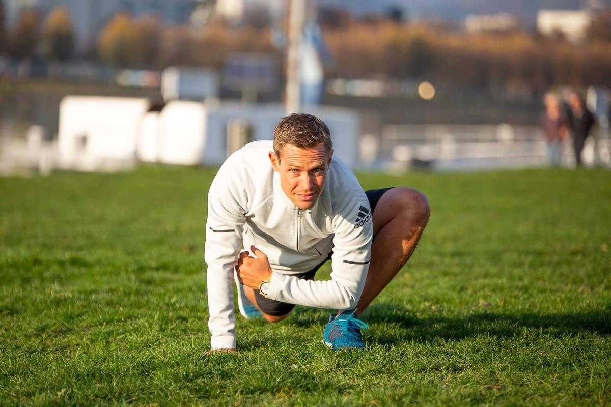 アスリートのスティフネスとコンプライアンス(人体器官におけるスティフネスの大きさとスポーツパフォーマンスの様々なパラメータの間には、強い相関関係が存在するとされている)