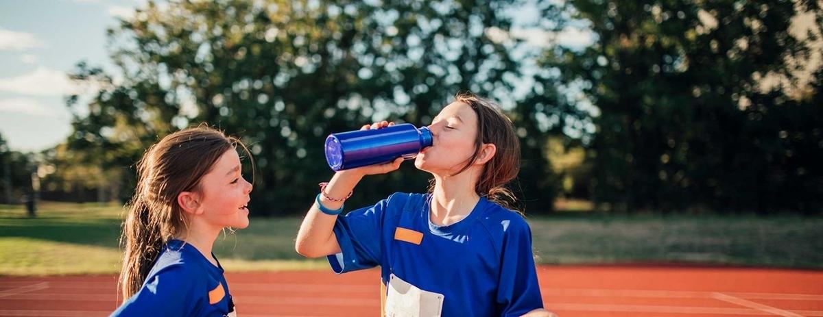 暑熱と水分補給に関する考察(栄養素が代謝される際、放出されるエネルギーのほとんどは耐熱となり、運動強度が高いほど多くの熱が産生される)