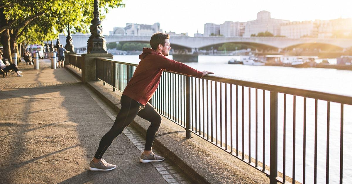 アキレス腱障害と伸張性トレーニング(腱の疼痛知覚を低下、細胞間情報伝達を通じてコラーゲン沈着、基質成分回復を促がし治癒を向上させる)