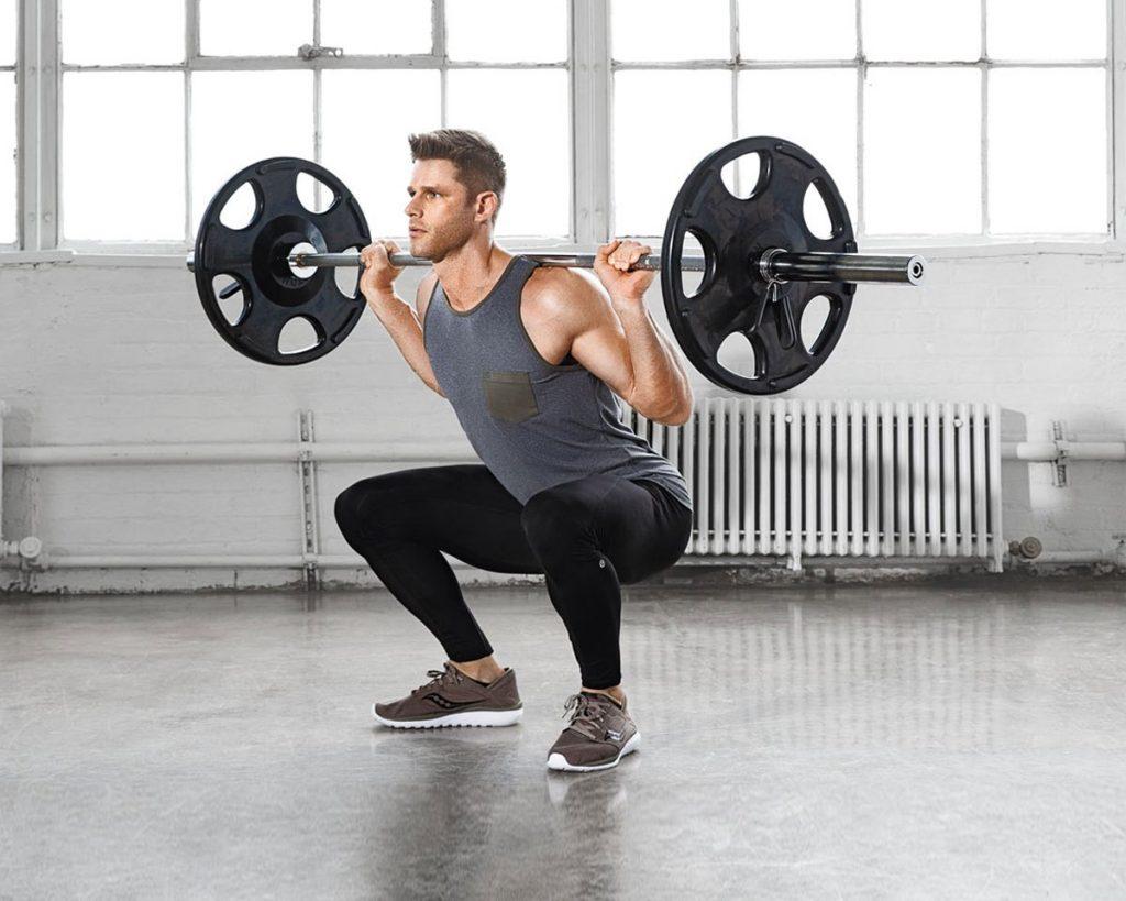 スクワットにおいて股関節を主要な駆動力として用い、体幹を直立した状態で保持しながら上昇するには(目標を定めた弱点の修正には、不適切な上昇テクニックにかかわる根本的なメカニズムを評価することが重要になる)