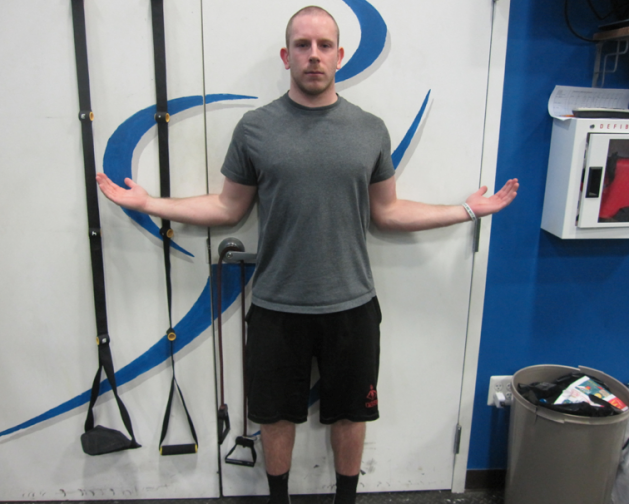 肩の外旋可動性(プレス動作(ベンチプレスなど)ばかりを行なうアスリートには、肩の外旋不足はよくみられ、外旋が不十分であると肩のインピンジメントを引き起こす)