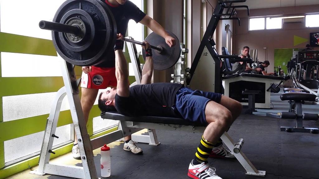 1回最大挙上重量(1RM)(レジスタンストレーニングのモニタリングにおいて、強度は伝統的に1RMに対する割合(%)として表される)