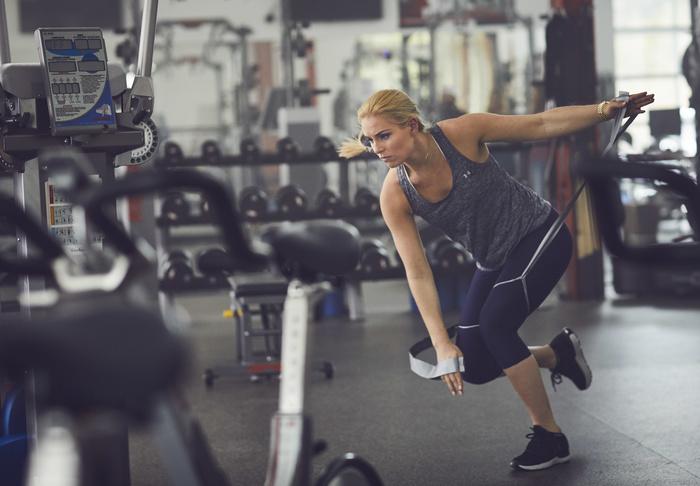ランディングとカッティングの女子アスリートパターンと前十字靭帯損傷(着地中のアライメント不全は、膝関節過伸展、脛骨内旋が起こり、膝関節最大屈曲角が10.5°減少する)