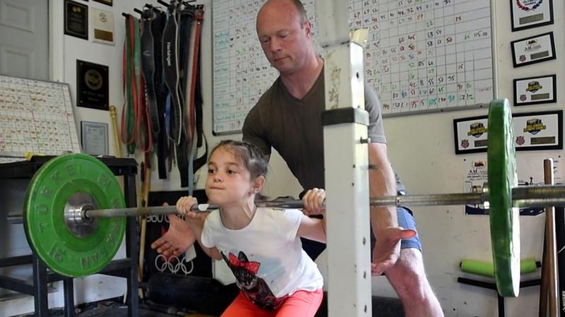 傷害予防プログラムの共通要素(ジュニア選手においては、股関節屈曲を強調し、大殿筋を使って衝撃吸収することにポイントを置いてトリプルフレクションによる着地動作をしっかりと習得させることが非常に重要)