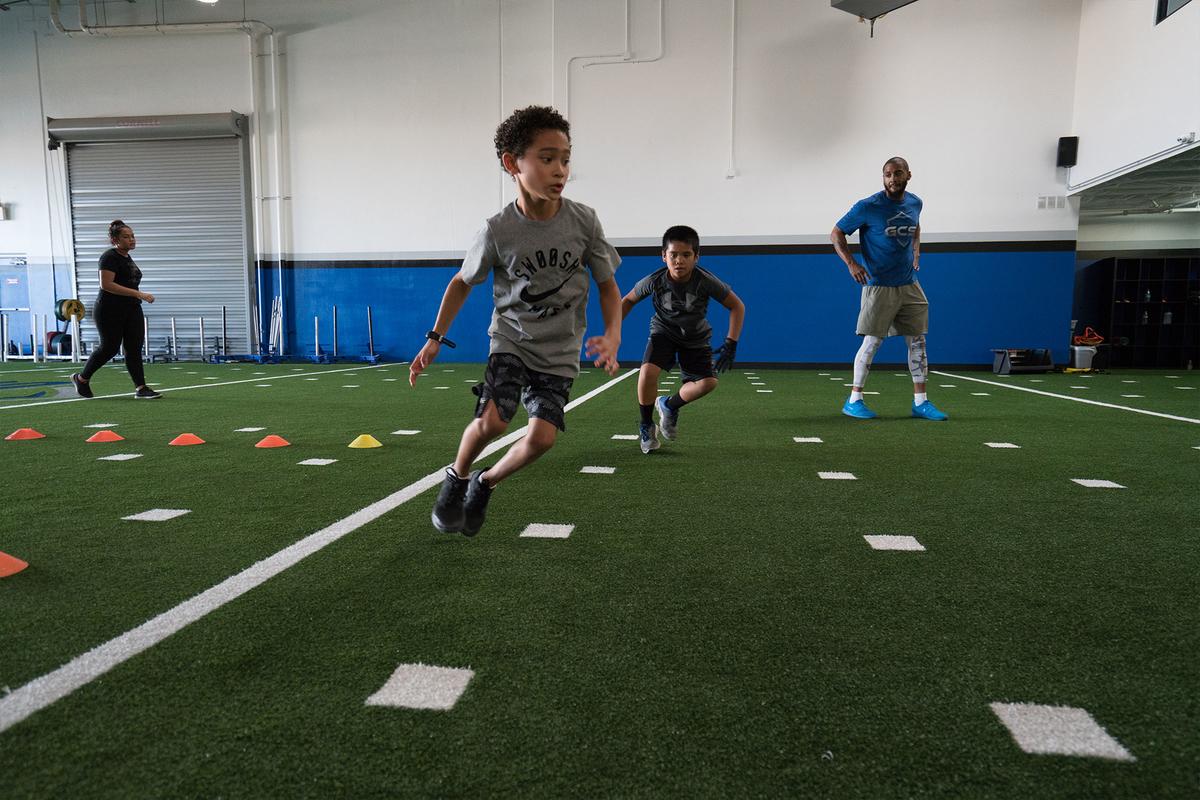 小児期のスピード向上トレーニングにおいて重要視されるべき「接地時間」(自然には発達しないことが知られている因子(接地時間とストライド頻度))