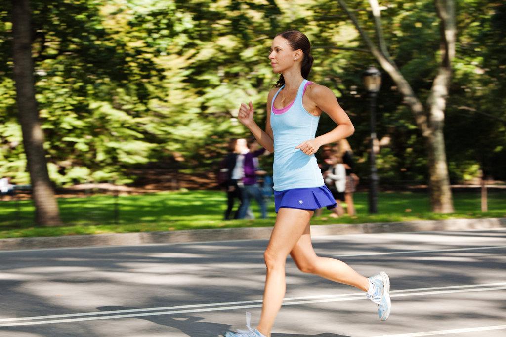 ランニングスピードと筋力および持久力トレーニング(筋力トレーニングにより運動単位の同期化と動員にかかわる神経筋系の変化が生じた結果、地面に対して素早く力を吸収し発揮する能力が向上した)